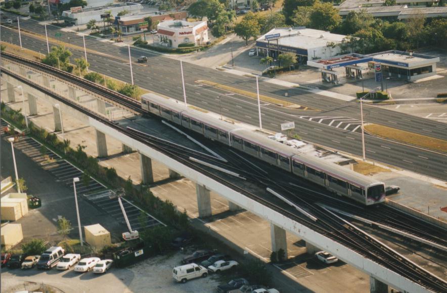 (95k, 884x580)<br><b>Country:</b> United States<br><b>City:</b> Miami, FL<br><b>System:</b> Miami Metrorail<br><b>Location:</b> Dadeland South <br><b>Photo by:</b> Bob Pickering<br><b>Date:</b> 2000<br><b>Notes:</b> New paint scheme being applied to Metrorail cars-leaving Dadeland South<br><b>Viewed (this week/total):</b> 3 / 6282