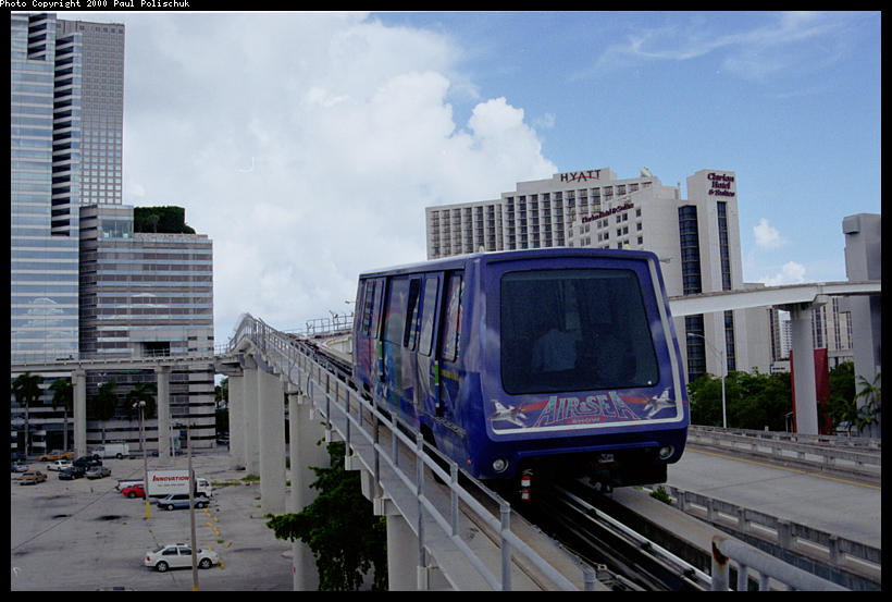 (82k, 820x553)<br><b>Country:</b> United States<br><b>City:</b> Miami, FL<br><b>System:</b> Miami Metromover<br><b>Location:</b> Ft. Dallas Park (3rd St.) <br><b>Photo by:</b> Paul Polischuk<br><b>Date:</b> 8/2000<br><b>Notes:</b> Omni or Brickell Train just East of Third Street Station.<br><b>Viewed (this week/total):</b> 0 / 4947