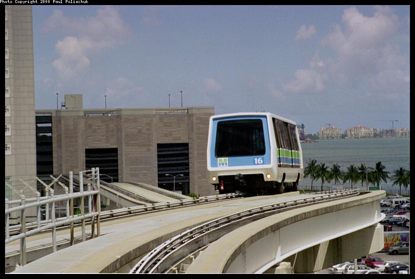 (75k, 820x553)<br><b>Country:</b> United States<br><b>City:</b> Miami, FL<br><b>System:</b> Miami Metromover<br><b>Location:</b> Knight Center <br><b>Photo by:</b> Paul Polischuk<br><b>Date:</b> 8/2000<br><b>Notes:</b> Inner loop train just east of Knight Center Station.<br><b>Viewed (this week/total):</b> 1 / 4558