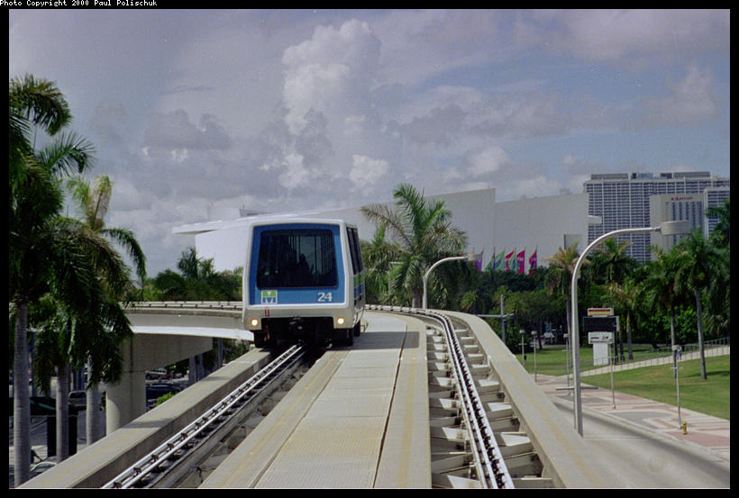 (81k, 820x553)<br><b>Country:</b> United States<br><b>City:</b> Miami, FL<br><b>System:</b> Miami Metromover<br><b>Location:</b> Bayfront <br><b>Photo by:</b> Paul Polischuk<br><b>Date:</b> 8/2000<br><b>Notes:</b> North of Bayfront Park Station, looking at Inner Loop train.<br><b>Viewed (this week/total):</b> 3 / 4779
