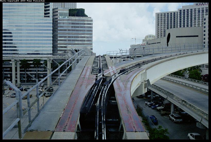 (95k, 820x553)<br><b>Country:</b> United States<br><b>City:</b> Miami, FL<br><b>System:</b> Miami Metromover<br><b>Location:</b> Ft. Dallas Park (3rd St.) <br><b>Photo by:</b> Paul Polischuk<br><b>Date:</b> 8/2000<br><b>Notes:</b> Switch #1 east of Third Street Station set for Brickell Loop.<br><b>Viewed (this week/total):</b> 1 / 5323