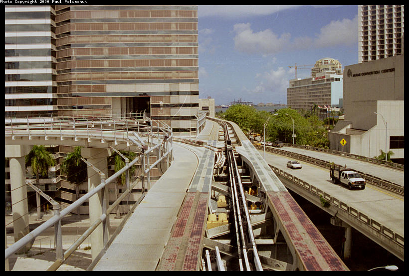 (112k, 820x553)<br><b>Country:</b> United States<br><b>City:</b> Miami, FL<br><b>System:</b> Miami Metromover<br><b>Location:</b> Knight Center <br><b>Photo by:</b> Paul Polischuk<br><b>Date:</b> 8/2000<br><b>Notes:</b> Switch #3 west of Knight Center Station set for move to Knight Center.<br><b>Viewed (this week/total):</b> 2 / 5314