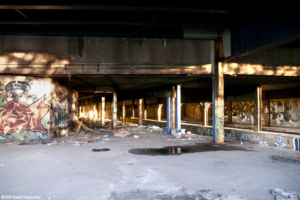 (388k, 1024x683)<br><b>Country:</b> United States<br><b>City:</b> New York<br><b>System:</b> New York City Transit<br><b>Line:</b> 9th Avenue El<br><b>Location:</b> Sedgwick Avenue <br><b>Photo by:</b> David Tropiansky<br><b>Date:</b> 11/18/2011<br><b>Viewed (this week/total):</b> 0 / 1396