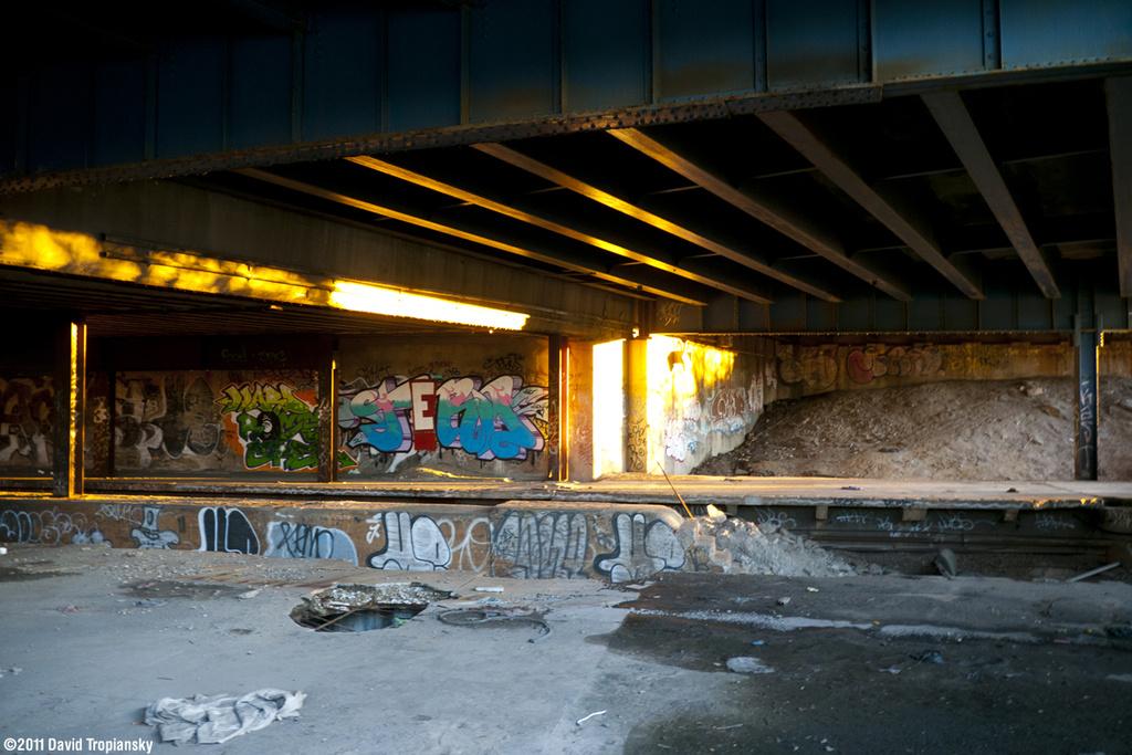 (340k, 1024x683)<br><b>Country:</b> United States<br><b>City:</b> New York<br><b>System:</b> New York City Transit<br><b>Line:</b> 9th Avenue El<br><b>Location:</b> Sedgwick Avenue <br><b>Photo by:</b> David Tropiansky<br><b>Date:</b> 11/18/2011<br><b>Viewed (this week/total):</b> 0 / 1404