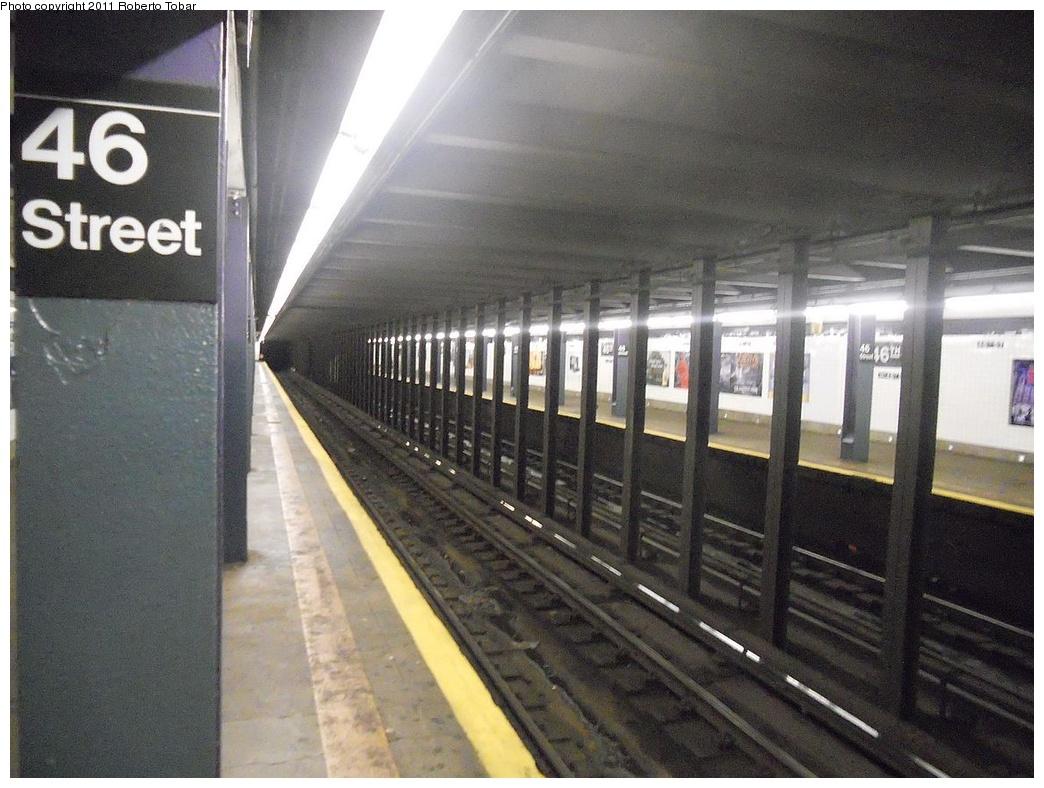 (308k, 1044x788)<br><b>Country:</b> United States<br><b>City:</b> New York<br><b>System:</b> New York City Transit<br><b>Line:</b> IND Queens Boulevard Line<br><b>Location:</b> 46th Street <br><b>Photo by:</b> Roberto C. Tobar<br><b>Date:</b> 11/23/2011<br><b>Viewed (this week/total):</b> 1 / 842