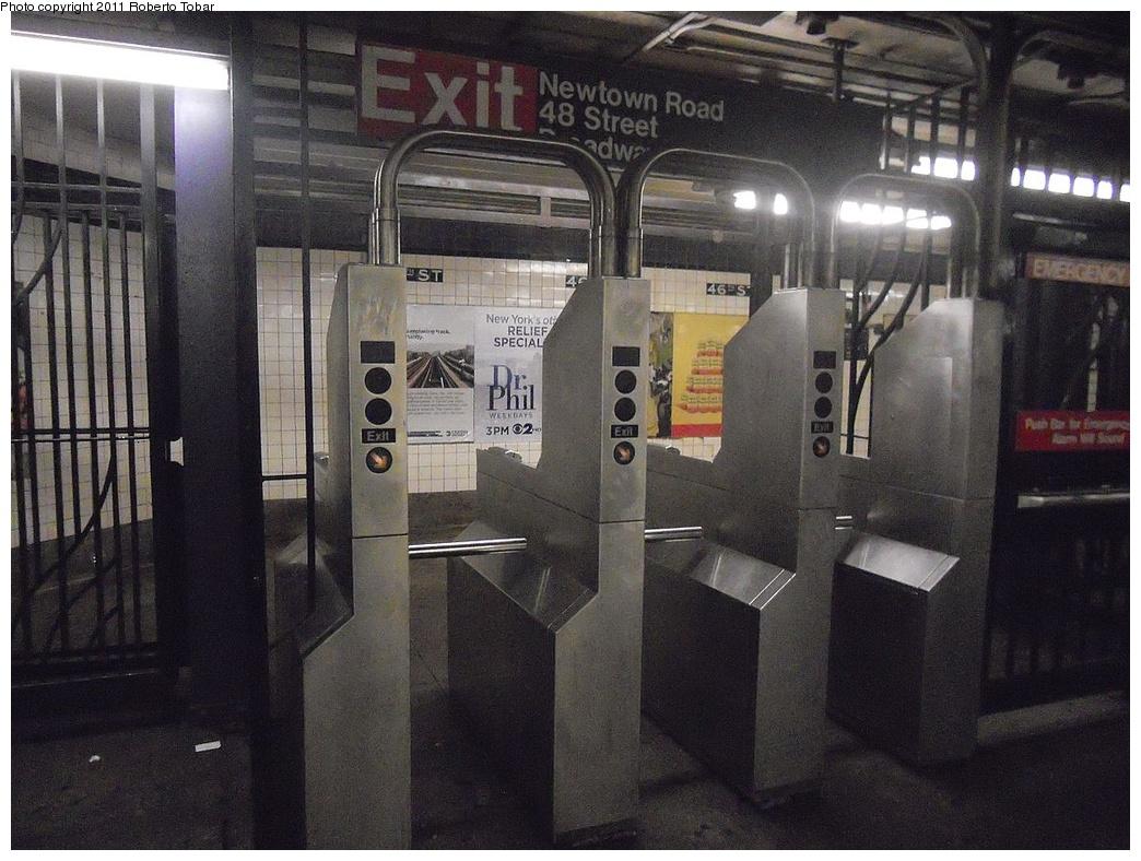 (326k, 1044x788)<br><b>Country:</b> United States<br><b>City:</b> New York<br><b>System:</b> New York City Transit<br><b>Line:</b> IND Queens Boulevard Line<br><b>Location:</b> 46th Street <br><b>Photo by:</b> Roberto C. Tobar<br><b>Date:</b> 11/23/2011<br><b>Viewed (this week/total):</b> 0 / 791