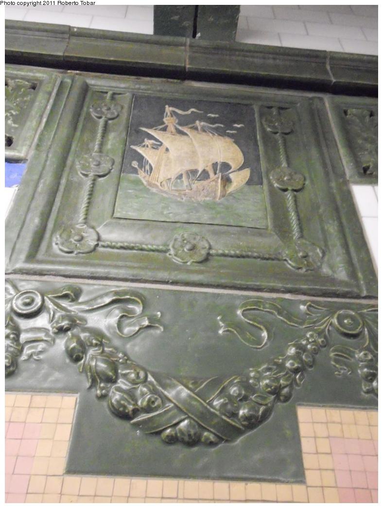 (249k, 788x1044)<br><b>Country:</b> United States<br><b>City:</b> New York<br><b>System:</b> New York City Transit<br><b>Line:</b> IRT West Side Line<br><b>Location:</b> 59th Street/Columbus Circle <br><b>Photo by:</b> Roberto C. Tobar<br><b>Date:</b> 8/19/2011<br><b>Viewed (this week/total):</b> 0 / 665