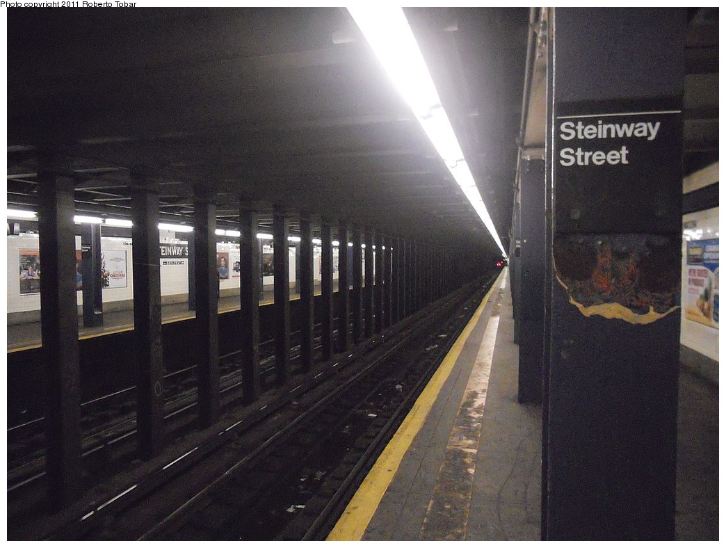 (314k, 1044x788)<br><b>Country:</b> United States<br><b>City:</b> New York<br><b>System:</b> New York City Transit<br><b>Line:</b> IND Queens Boulevard Line<br><b>Location:</b> Steinway Street <br><b>Photo by:</b> Roberto C. Tobar<br><b>Date:</b> 11/23/2011<br><b>Viewed (this week/total):</b> 0 / 1032