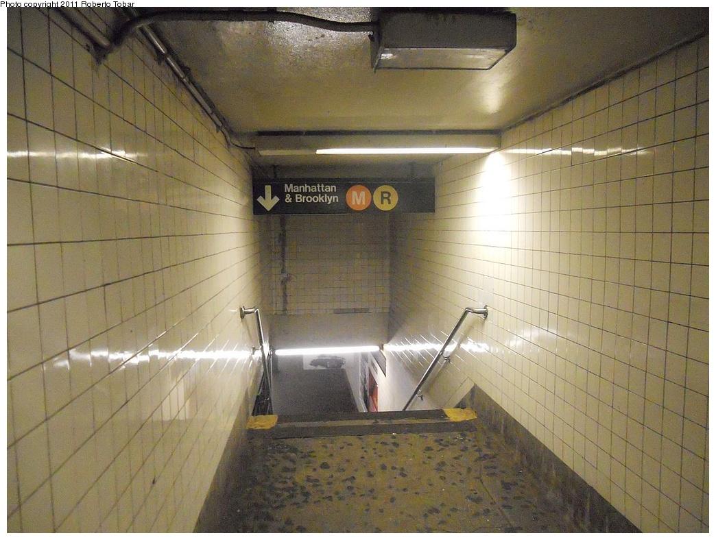(315k, 1044x788)<br><b>Country:</b> United States<br><b>City:</b> New York<br><b>System:</b> New York City Transit<br><b>Line:</b> IND Queens Boulevard Line<br><b>Location:</b> Steinway Street <br><b>Photo by:</b> Roberto C. Tobar<br><b>Date:</b> 11/23/2011<br><b>Viewed (this week/total):</b> 0 / 1073