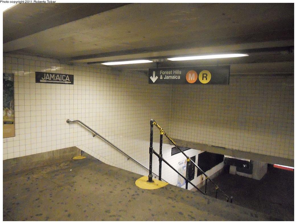(307k, 1044x788)<br><b>Country:</b> United States<br><b>City:</b> New York<br><b>System:</b> New York City Transit<br><b>Line:</b> IND Queens Boulevard Line<br><b>Location:</b> Steinway Street <br><b>Photo by:</b> Roberto C. Tobar<br><b>Date:</b> 11/23/2011<br><b>Viewed (this week/total):</b> 2 / 1268