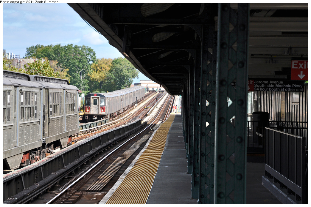 (379k, 1044x697)<br><b>Country:</b> United States<br><b>City:</b> New York<br><b>System:</b> New York City Transit<br><b>Line:</b> IRT Woodlawn Line<br><b>Location:</b> Mosholu Parkway <br><b>Route:</b> Fan Trip<br><b>Car:</b> Low-V (Museum Train)  <br><b>Photo by:</b> Zach Summer<br><b>Date:</b> 10/23/2011<br><b>Viewed (this week/total):</b> 0 / 1089