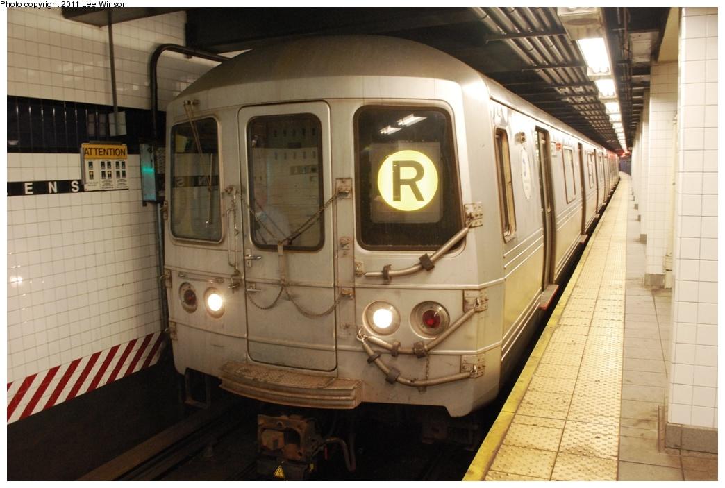(266k, 1044x703)<br><b>Country:</b> United States<br><b>City:</b> New York<br><b>System:</b> New York City Transit<br><b>Line:</b> IND Queens Boulevard Line<br><b>Location:</b> Queens Plaza <br><b>Route:</b> R<br><b>Car:</b> R-46 (Pullman-Standard, 1974-75) 5704 <br><b>Photo by:</b> Lee Winson<br><b>Date:</b> 11/26/2011<br><b>Viewed (this week/total):</b> 0 / 906