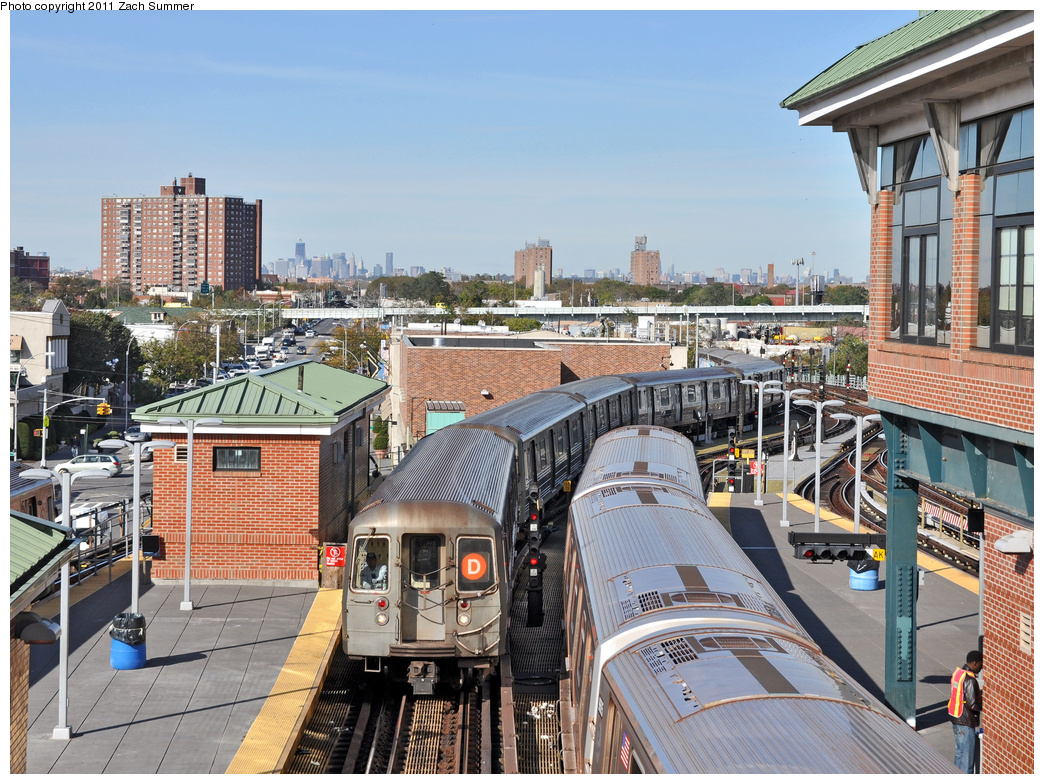 (491k, 1044x784)<br><b>Country:</b> United States<br><b>City:</b> New York<br><b>System:</b> New York City Transit<br><b>Location:</b> Coney Island/Stillwell Avenue<br><b>Route:</b> D<br><b>Car:</b> R-68 (Westinghouse-Amrail, 1986-1988)  2560 <br><b>Photo by:</b> Zach Summer<br><b>Date:</b> 10/28/2011<br><b>Viewed (this week/total):</b> 3 / 1556