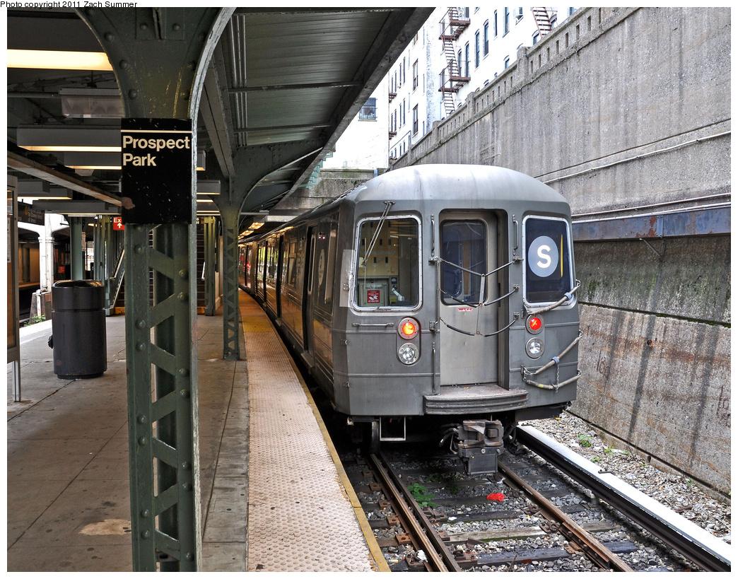 (521k, 1044x819)<br><b>Country:</b> United States<br><b>City:</b> New York<br><b>System:</b> New York City Transit<br><b>Line:</b> BMT Franklin<br><b>Location:</b> Prospect Park <br><b>Route:</b> Shuttle Layup<br><b>Car:</b> R-68 (Westinghouse-Amrail, 1986-1988)  2918 <br><b>Photo by:</b> Zach Summer<br><b>Date:</b> 10/28/2011<br><b>Viewed (this week/total):</b> 2 / 1484