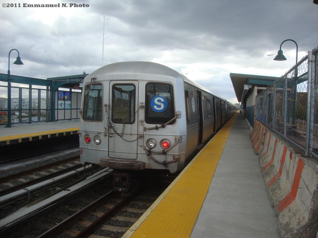 (208k, 1024x768)<br><b>Country:</b> United States<br><b>City:</b> New York<br><b>System:</b> New York City Transit<br><b>Line:</b> IND Rockaway<br><b>Location:</b> Beach 67th Street/Gaston Avenue <br><b>Route:</b> S<br><b>Car:</b> R-46 (Pullman-Standard, 1974-75) 6184 <br><b>Photo by:</b> Emmanuel Nicolas<br><b>Notes:</b> Note Blue S<br><b>Viewed (this week/total):</b> 0 / 1294