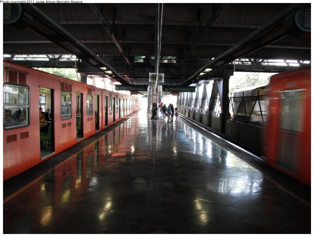 (248k, 1044x788)<br><b>Country:</b> Mexico<br><b>City:</b> Mexico City<br><b>System:</b> Mexico City Metro (Sistema de Transporte Colectivo Metro - STM)<br><b>Line:</b> STC Metro Line 8<br><b>Location:</b> Coyuya<br><b>Photo by:</b> Jorge Arturo Monzón Abarca<br><b>Date:</b> 9/16/2011<br><b>Viewed (this week/total):</b> 0 / 460