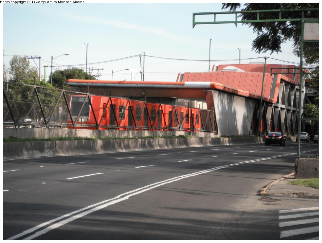 (270k, 1044x788)<br><b>Country:</b> Mexico<br><b>City:</b> Mexico City<br><b>System:</b> Mexico City Metro (Sistema de Transporte Colectivo Metro - STM)<br><b>Line:</b> STC Metro Line 8<br><b>Location:</b> Iztacalco<br><b>Photo by:</b> Jorge Arturo Monzón Abarca<br><b>Date:</b> 9/16/2011<br><b>Viewed (this week/total):</b> 0 / 384