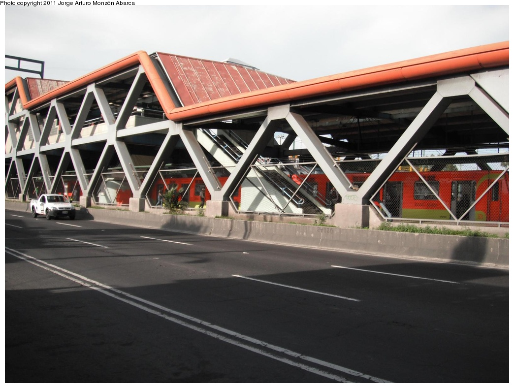 (262k, 1044x788)<br><b>Country:</b> Mexico<br><b>City:</b> Mexico City<br><b>System:</b> Mexico City Metro (Sistema de Transporte Colectivo Metro - STM)<br><b>Line:</b> STC Metro Line 8<br><b>Location:</b> Iztacalco<br><b>Photo by:</b> Jorge Arturo Monzón Abarca<br><b>Date:</b> 9/16/2011<br><b>Viewed (this week/total):</b> 0 / 396
