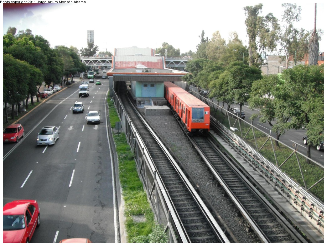 (345k, 1044x788)<br><b>Country:</b> Mexico<br><b>City:</b> Mexico City<br><b>System:</b> Mexico City Metro (Sistema de Transporte Colectivo Metro - STM)<br><b>Line:</b> STC Metro Line 8<br><b>Location:</b> Apatlaco<br><b>Photo by:</b> Jorge Arturo Monzón Abarca<br><b>Date:</b> 9/16/2011<br><b>Viewed (this week/total):</b> 1 / 513