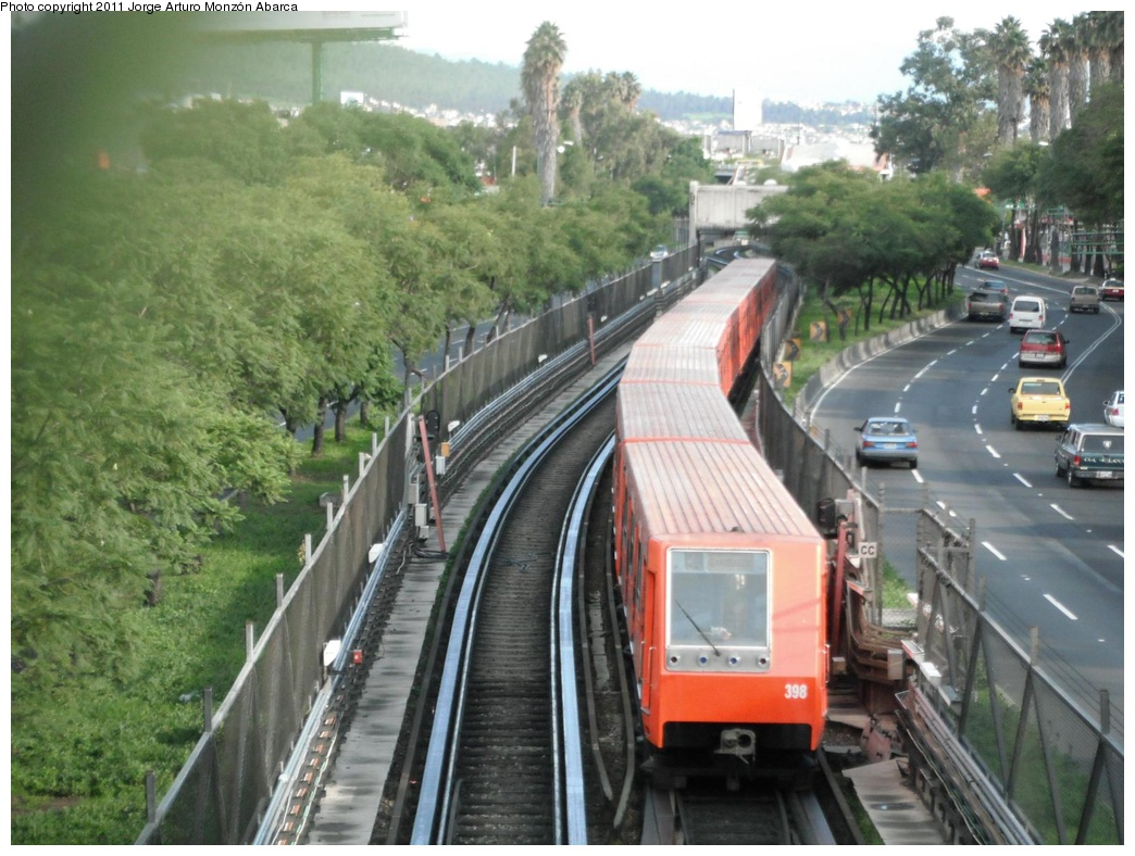 (310k, 1044x788)<br><b>Country:</b> Mexico<br><b>City:</b> Mexico City<br><b>System:</b> Mexico City Metro (Sistema de Transporte Colectivo Metro - STM)<br><b>Line:</b> STC Metro Line 8<br><b>Location:</b> Apatlaco<br><b>Photo by:</b> Jorge Arturo Monzón Abarca<br><b>Date:</b> 9/16/2011<br><b>Viewed (this week/total):</b> 0 / 521