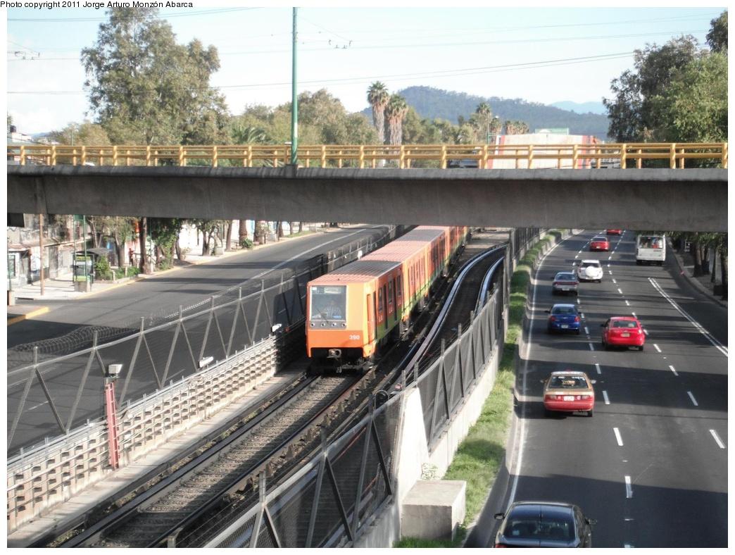 (333k, 1044x788)<br><b>Country:</b> Mexico<br><b>City:</b> Mexico City<br><b>System:</b> Mexico City Metro (Sistema de Transporte Colectivo Metro - STM)<br><b>Line:</b> STC Metro Line 8<br><b>Location:</b> Apatlaco<br><b>Photo by:</b> Jorge Arturo Monzón Abarca<br><b>Date:</b> 9/16/2011<br><b>Viewed (this week/total):</b> 0 / 463