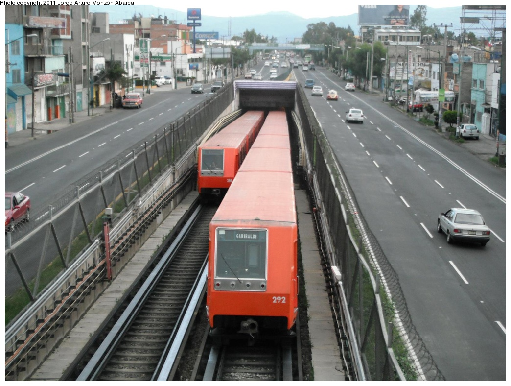 (302k, 1044x788)<br><b>Country:</b> Mexico<br><b>City:</b> Mexico City<br><b>System:</b> Mexico City Metro (Sistema de Transporte Colectivo Metro - STM)<br><b>Line:</b> STC Metro Line 8<br><b>Location:</b> Aculco<br><b>Photo by:</b> Jorge Arturo Monzón Abarca<br><b>Date:</b> 9/16/2011<br><b>Viewed (this week/total):</b> 0 / 523
