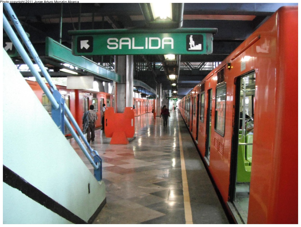 (288k, 1044x788)<br><b>Country:</b> Mexico<br><b>City:</b> Mexico City<br><b>System:</b> Mexico City Metro (Sistema de Transporte Colectivo Metro - STM)<br><b>Line:</b> STC Metro Line 8<br><b>Location:</b> Aculco<br><b>Photo by:</b> Jorge Arturo Monzón Abarca<br><b>Date:</b> 9/16/2011<br><b>Viewed (this week/total):</b> 0 / 438