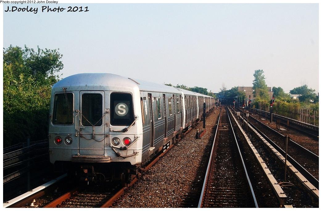 (356k, 1044x683)<br><b>Country:</b> United States<br><b>City:</b> New York<br><b>System:</b> New York City Transit<br><b>Line:</b> IND Rockaway<br><b>Location:</b> Broad Channel <br><b>Route:</b> S<br><b>Car:</b> R-46 (Pullman-Standard, 1974-75) 5880 <br><b>Photo by:</b> John Dooley<br><b>Date:</b> 8/20/2011<br><b>Viewed (this week/total):</b> 0 / 881