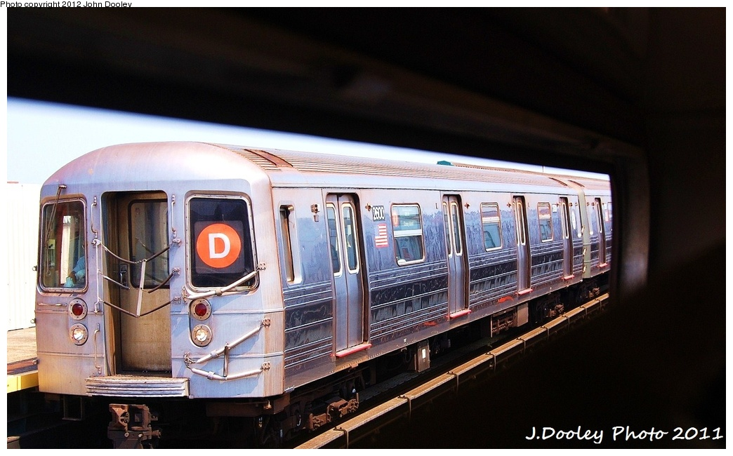 (280k, 1044x650)<br><b>Country:</b> United States<br><b>City:</b> New York<br><b>System:</b> New York City Transit<br><b>Line:</b> BMT West End Line<br><b>Location:</b> 20th Avenue <br><b>Route:</b> D<br><b>Car:</b> R-68 (Westinghouse-Amrail, 1986-1988)  2600 <br><b>Photo by:</b> John Dooley<br><b>Date:</b> 7/20/2011<br><b>Viewed (this week/total):</b> 2 / 1144