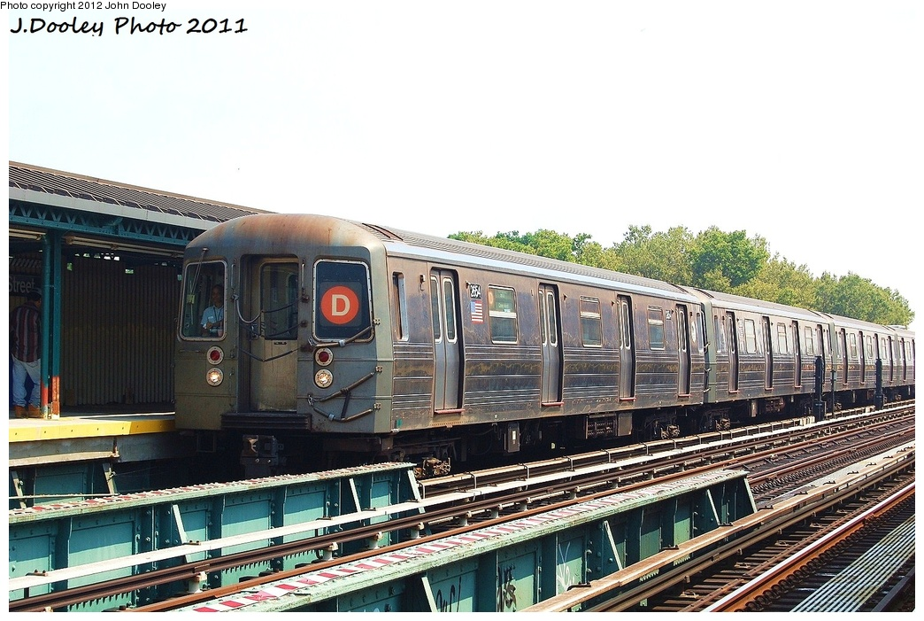 (346k, 1044x701)<br><b>Country:</b> United States<br><b>City:</b> New York<br><b>System:</b> New York City Transit<br><b>Line:</b> BMT West End Line<br><b>Location:</b> Bay 50th Street <br><b>Route:</b> D<br><b>Car:</b> R-68 (Westinghouse-Amrail, 1986-1988)  2654 <br><b>Photo by:</b> John Dooley<br><b>Date:</b> 7/20/2011<br><b>Viewed (this week/total):</b> 0 / 872