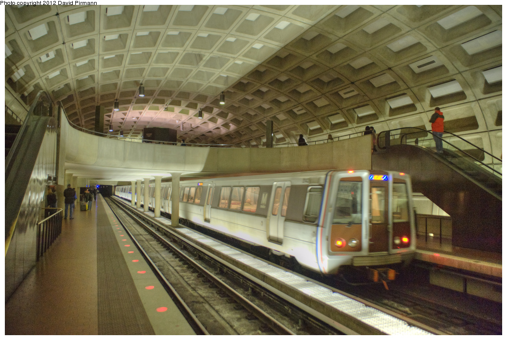 (344k, 1044x700)<br><b>Country:</b> United States<br><b>City:</b> Washington, D.C.<br><b>System:</b> Washington Metro (WMATA)<br><b>Line:</b> WMATA Blue/Yellow Line<br><b>Location:</b> Crystal City <br><b>Photo by:</b> David Pirmann<br><b>Date:</b> 1/14/2012<br><b>Viewed (this week/total):</b> 0 / 1081
