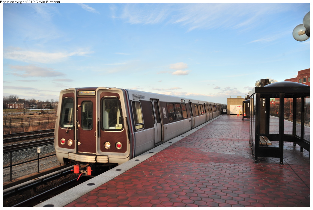 (301k, 1044x701)<br><b>Country:</b> United States<br><b>City:</b> Washington, D.C.<br><b>System:</b> Washington Metro (WMATA)<br><b>Line:</b> WMATA Blue/Yellow Line<br><b>Location:</b> Braddock Road <br><b>Photo by:</b> David Pirmann<br><b>Date:</b> 1/14/2012<br><b>Viewed (this week/total):</b> 1 / 708