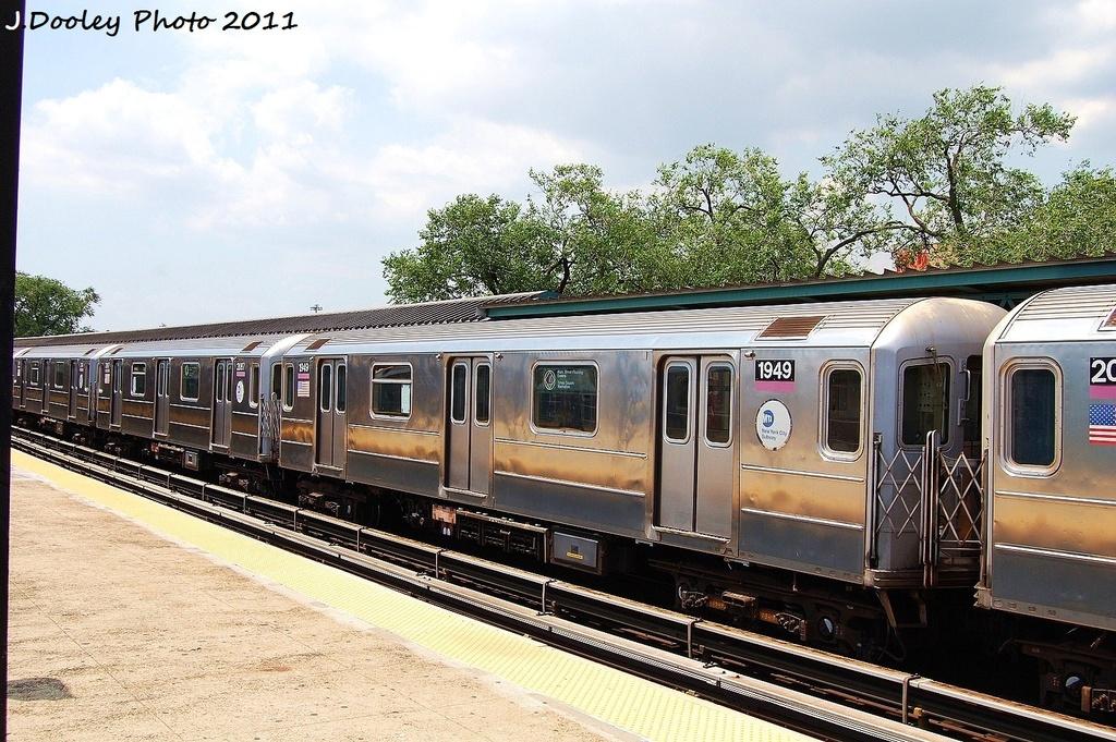 (388k, 1024x681)<br><b>Country:</b> United States<br><b>City:</b> New York<br><b>System:</b> New York City Transit<br><b>Line:</b> IRT Flushing Line<br><b>Location:</b> Willets Point/Mets (fmr. Shea Stadium) <br><b>Route:</b> 7<br><b>Car:</b> R-62A (Bombardier, 1984-1987)  1949 <br><b>Photo by:</b> John Dooley<br><b>Date:</b> 6/27/2011<br><b>Viewed (this week/total):</b> 1 / 626