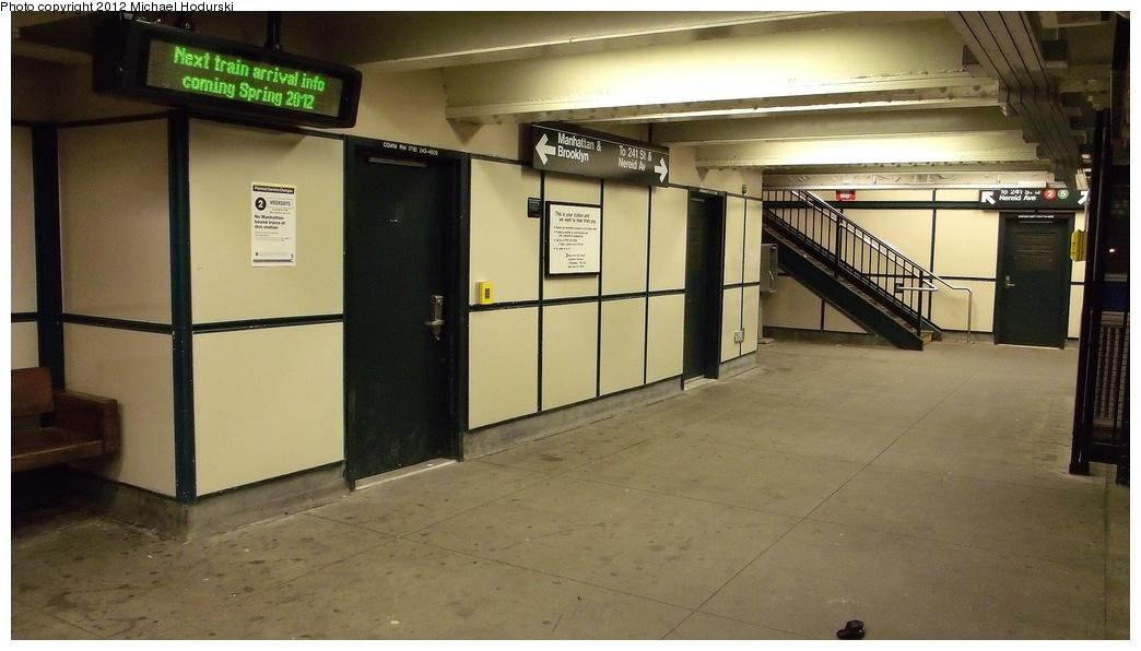 (244k, 1044x596)<br><b>Country:</b> United States<br><b>City:</b> New York<br><b>System:</b> New York City Transit<br><b>Line:</b> IRT White Plains Road Line<br><b>Location:</b> Allerton Avenue <br><b>Photo by:</b> Michael Hodurski<br><b>Date:</b> 1/7/2012<br><b>Notes:</b> Mezzanine.<br><b>Viewed (this week/total):</b> 3 / 1240