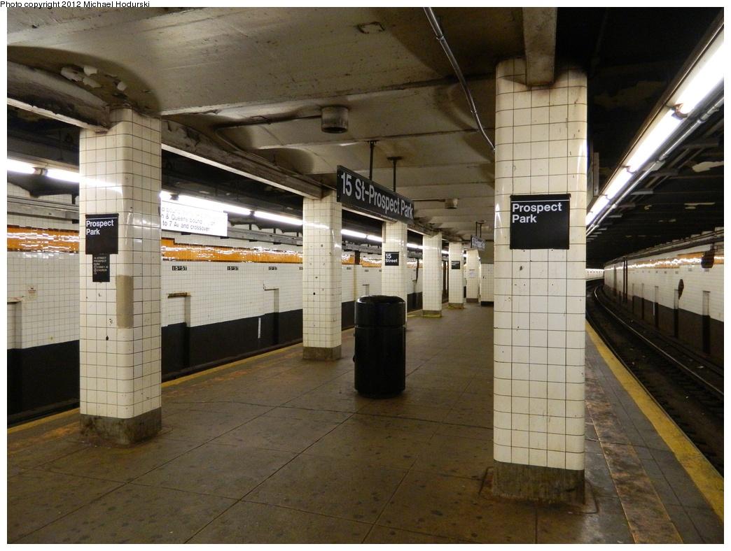 (314k, 1044x788)<br><b>Country:</b> United States<br><b>City:</b> New York<br><b>System:</b> New York City Transit<br><b>Line:</b> IND Crosstown Line<br><b>Location:</b> 15th Street/Prospect Park <br><b>Photo by:</b> Michael Hodurski<br><b>Date:</b> 1/12/2012<br><b>Viewed (this week/total):</b> 7 / 922
