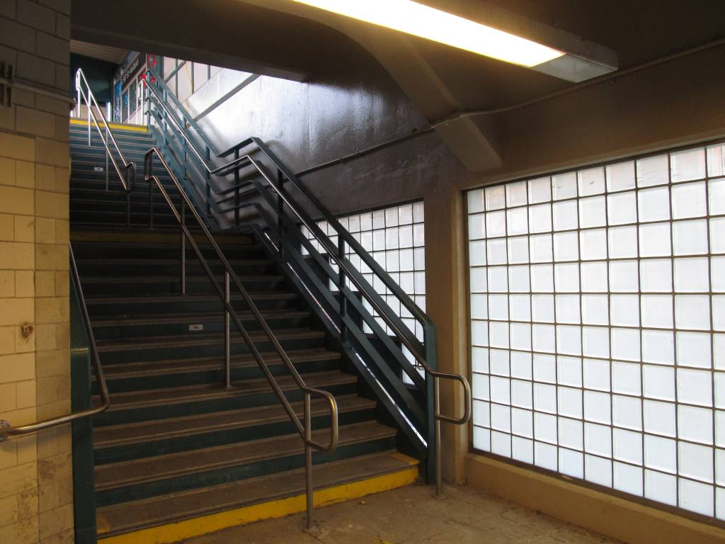 (100k, 1024x768)<br><b>Country:</b> United States<br><b>City:</b> New York<br><b>System:</b> New York City Transit<br><b>Line:</b> IND Rockaway<br><b>Location:</b> Beach 90th Street/Holland <br><b>Photo by:</b> Robbie Rosenfeld<br><b>Date:</b> 1/16/2012<br><b>Notes:</b> Renovated stairway.<br><b>Viewed (this week/total):</b> 0 / 678