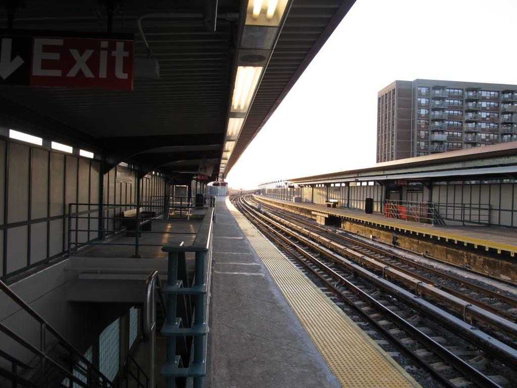 (114k, 1024x768)<br><b>Country:</b> United States<br><b>City:</b> New York<br><b>System:</b> New York City Transit<br><b>Line:</b> IND Rockaway<br><b>Location:</b> Beach 98th Street/Playland <br><b>Photo by:</b> Robbie Rosenfeld<br><b>Date:</b> 1/16/2012<br><b>Notes:</b> Renovated platforms.<br><b>Viewed (this week/total):</b> 0 / 930