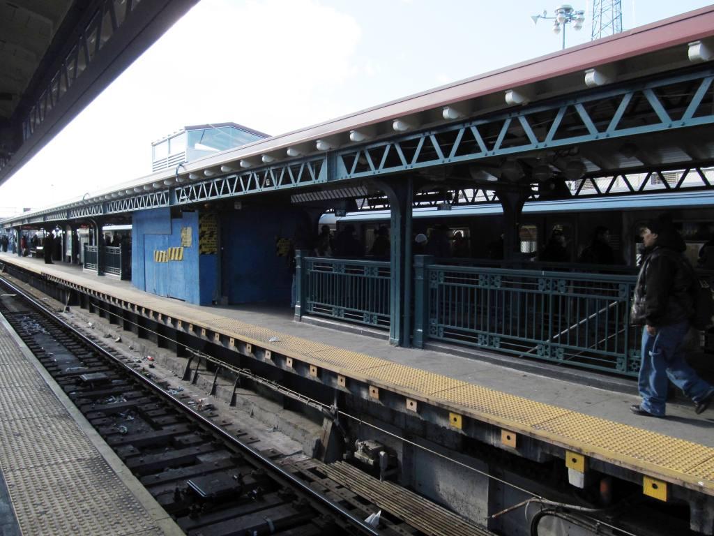 (132k, 1024x768)<br><b>Country:</b> United States<br><b>City:</b> New York<br><b>System:</b> New York City Transit<br><b>Line:</b> IRT White Plains Road Line<br><b>Location:</b> East 180th Street <br><b>Photo by:</b> Robbie Rosenfeld<br><b>Date:</b> 1/18/2012<br><b>Viewed (this week/total):</b> 2 / 993