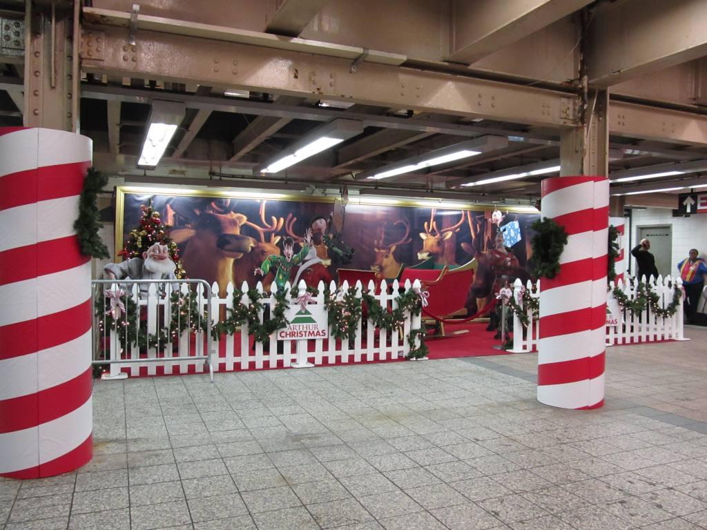 (137k, 1024x768)<br><b>Country:</b> United States<br><b>City:</b> New York<br><b>System:</b> New York City Transit<br><b>Line:</b> IRT Times Square-Grand Central Shuttle<br><b>Location:</b> Grand Central <br><b>Route:</b> S<br><b>Car:</b> R-62A (Bombardier, 1984-1987)  1935 <br><b>Photo by:</b> Robbie Rosenfeld<br><b>Date:</b> 11/14/2011<br><b>Notes:</b> Arthur Christmas Santa promotion.<br><b>Viewed (this week/total):</b> 0 / 773