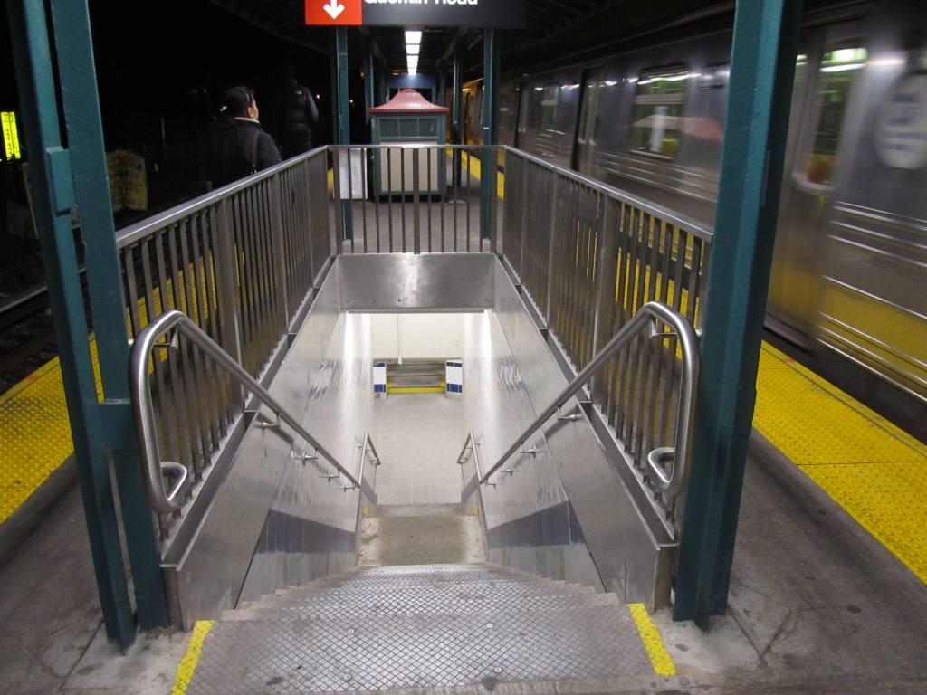 (107k, 1024x768)<br><b>Country:</b> United States<br><b>City:</b> New York<br><b>System:</b> New York City Transit<br><b>Line:</b> BMT Brighton Line<br><b>Location:</b> Kings Highway <br><b>Photo by:</b> Robbie Rosenfeld<br><b>Date:</b> 1/19/2012<br><b>Viewed (this week/total):</b> 1 / 917