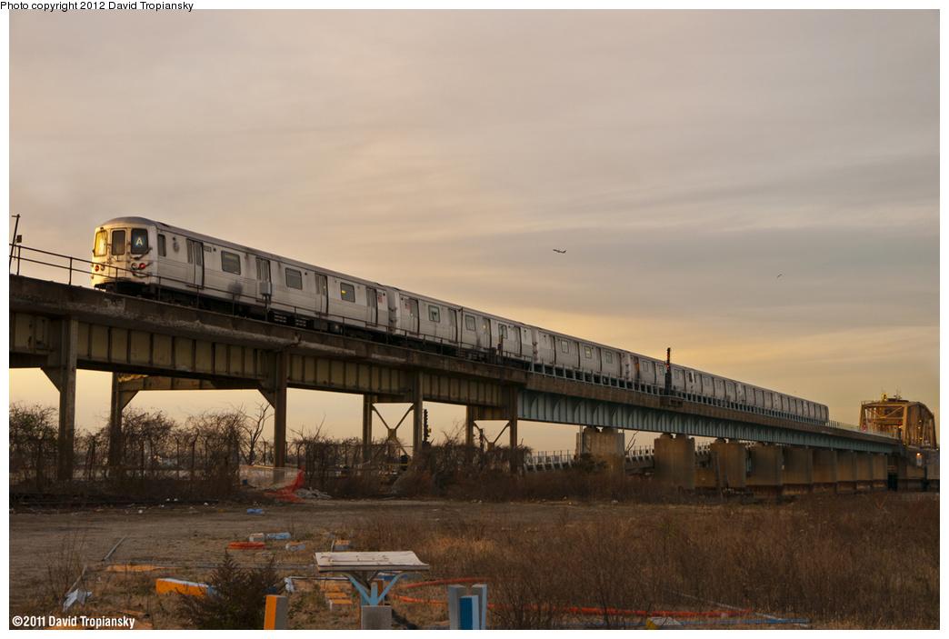 (335k, 1044x703)<br><b>Country:</b> United States<br><b>City:</b> New York<br><b>System:</b> New York City Transit<br><b>Line:</b> IND Rockaway<br><b>Location:</b> Hammels Wye <br><b>Route:</b> A<br><b>Car:</b> R-46 (Pullman-Standard, 1974-75)  <br><b>Photo by:</b> David Tropiansky<br><b>Date:</b> 11/26/2011<br><b>Viewed (this week/total):</b> 0 / 1714