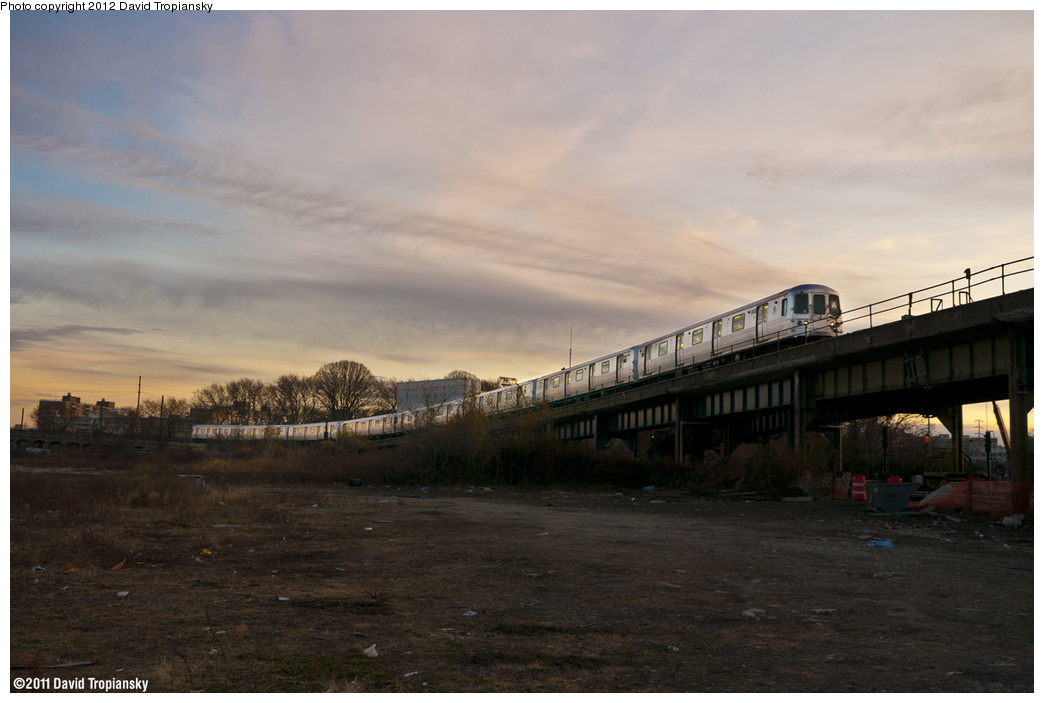 (273k, 1044x703)<br><b>Country:</b> United States<br><b>City:</b> New York<br><b>System:</b> New York City Transit<br><b>Line:</b> IND Rockaway<br><b>Location:</b> Hammels Wye <br><b>Route:</b> A<br><b>Car:</b> R-46 (Pullman-Standard, 1974-75)  <br><b>Photo by:</b> David Tropiansky<br><b>Date:</b> 11/26/2011<br><b>Viewed (this week/total):</b> 3 / 1258