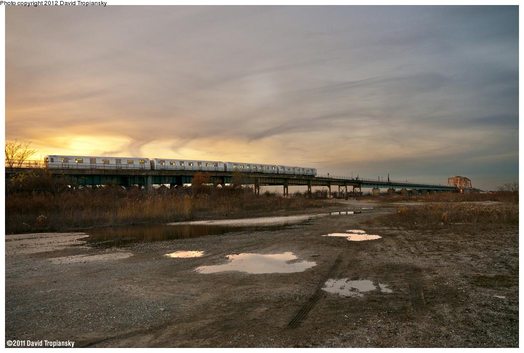 (369k, 1044x703)<br><b>Country:</b> United States<br><b>City:</b> New York<br><b>System:</b> New York City Transit<br><b>Line:</b> IND Rockaway<br><b>Location:</b> Hammels Wye <br><b>Route:</b> S<br><b>Car:</b> R-46 (Pullman-Standard, 1974-75)  <br><b>Photo by:</b> David Tropiansky<br><b>Date:</b> 11/26/2011<br><b>Viewed (this week/total):</b> 1 / 1431