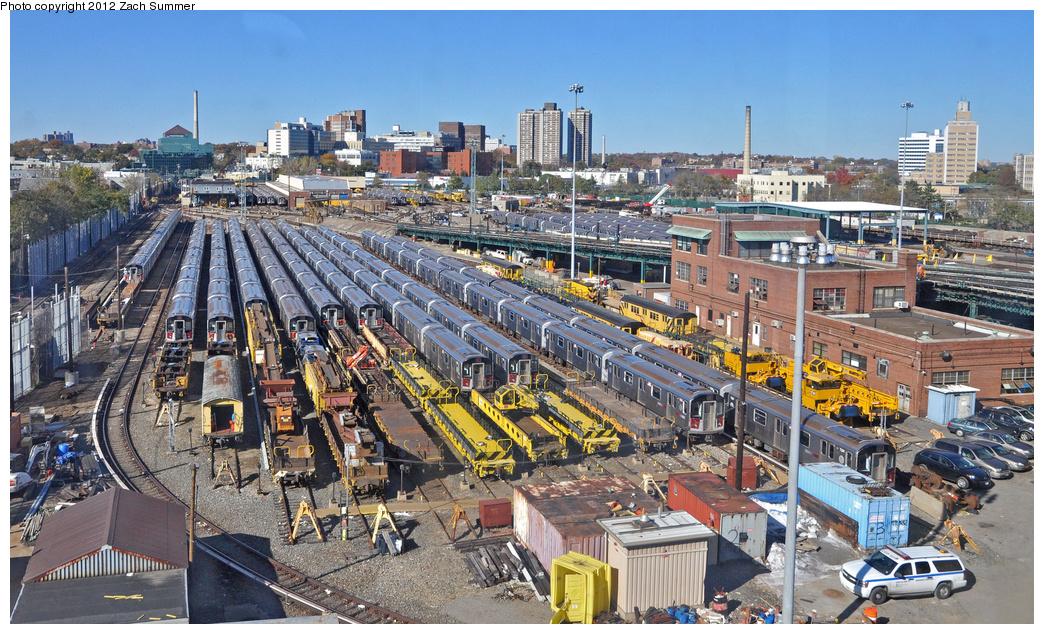 (482k, 1044x634)<br><b>Country:</b> United States<br><b>City:</b> New York<br><b>System:</b> New York City Transit<br><b>Location:</b> Westchester Yard<br><b>Photo by:</b> Zach Summer<br><b>Date:</b> 11/5/2011<br><b>Notes:</b> Overview Shot from a Manhattan-Bound 6 Train.<br><b>Viewed (this week/total):</b> 0 / 874