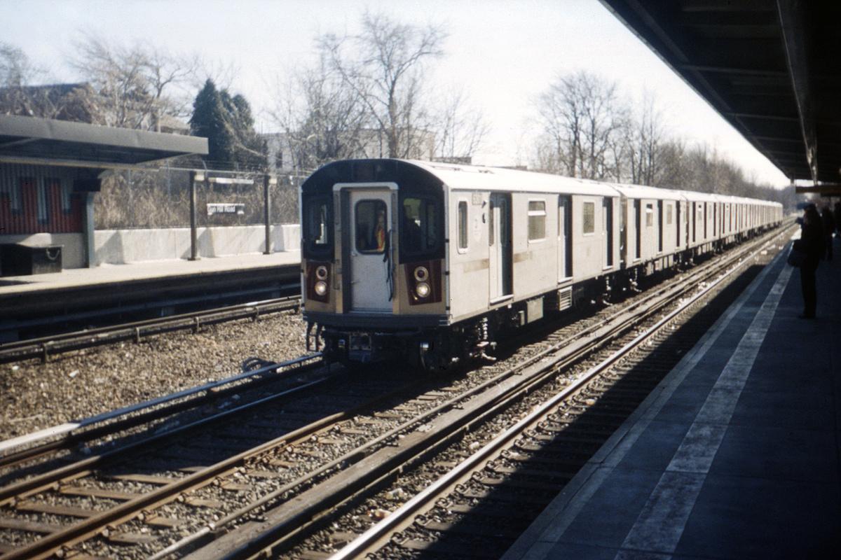 (480k, 1044x698)<br><b>Country:</b> United States<br><b>City:</b> New York<br><b>System:</b> New York City Transit<br><b>Line:</b> IRT Dyre Ave. Line<br><b>Location:</b> Gun Hill Road <br><b>Route:</b> Testing<br><b>Car:</b> R-142 (Primary Order, Bombardier, 1999-2002)  6301 <br><b>Photo by:</b> Ed Davis, Sr.<br><b>Collection of:</b> David Pirmann<br><b>Viewed (this week/total):</b> 1 / 1170