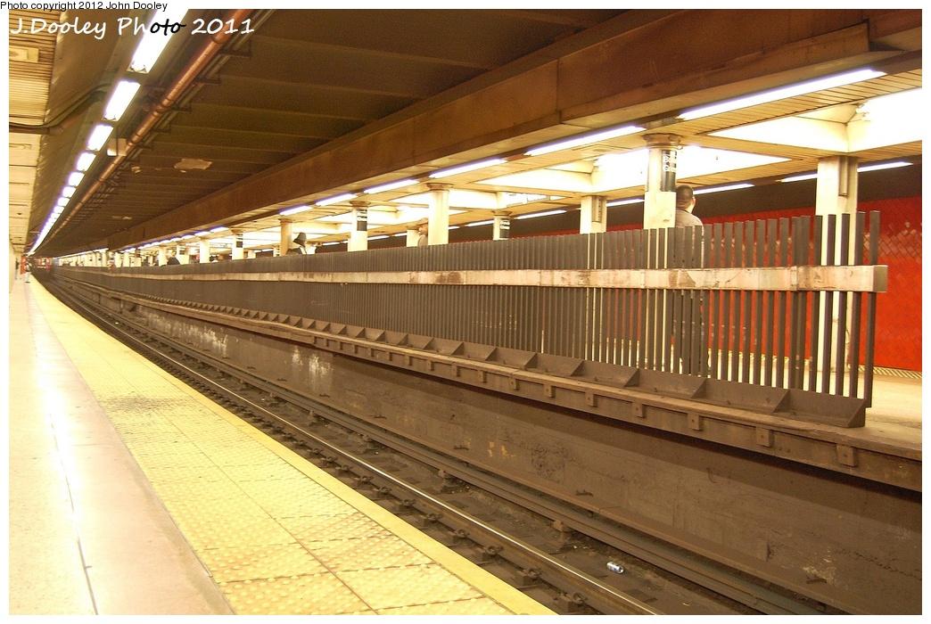 (355k, 1044x700)<br><b>Country:</b> United States<br><b>City:</b> New York<br><b>System:</b> New York City Transit<br><b>Line:</b> IRT East Side Line<br><b>Location:</b> Bowling Green <br><b>Photo by:</b> John Dooley<br><b>Date:</b> 10/28/2011<br><b>Notes:</b> Southbound platform view from n/b.<br><b>Viewed (this week/total):</b> 0 / 1199