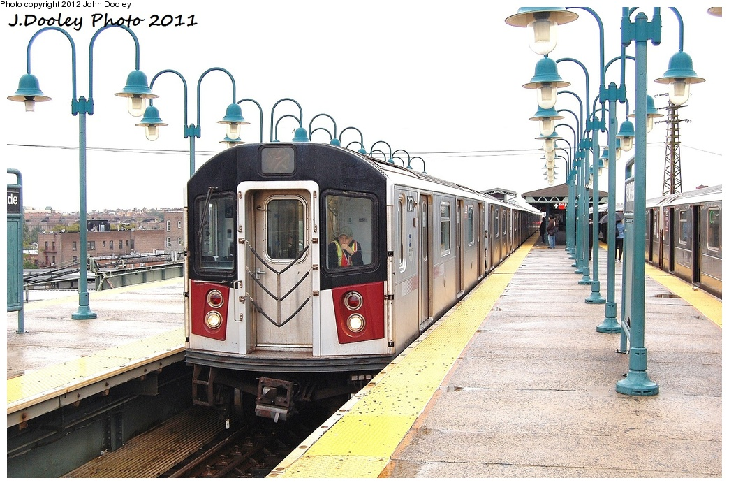 (361k, 1044x694)<br><b>Country:</b> United States<br><b>City:</b> New York<br><b>System:</b> New York City Transit<br><b>Line:</b> IRT Flushing Line<br><b>Location:</b> 61st Street/Woodside <br><b>Route:</b> Testing<br><b>Car:</b> R-188 (R-142A Conversion, Kawasaki, 1999-2002) 7271 <br><b>Photo by:</b> John Dooley<br><b>Date:</b> 9/20/2011<br><b>Notes:</b> R-188 CBTC conversion test train.<br><b>Viewed (this week/total):</b> 2 / 1540