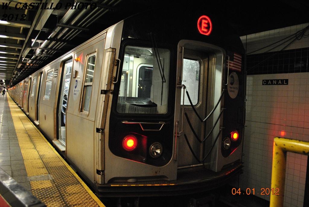 (308k, 1024x687)<br><b>Country:</b> United States<br><b>City:</b> New York<br><b>System:</b> New York City Transit<br><b>Line:</b> IND 8th Avenue Line<br><b>Location:</b> Canal Street-Holland Tunnel <br><b>Route:</b> E<br><b>Car:</b> R-160B (Option 2) (Kawasaki, 2009)  9822 <br><b>Photo by:</b> Wilfredo Castillo<br><b>Date:</b> 1/4/2012<br><b>Viewed (this week/total):</b> 5 / 1078