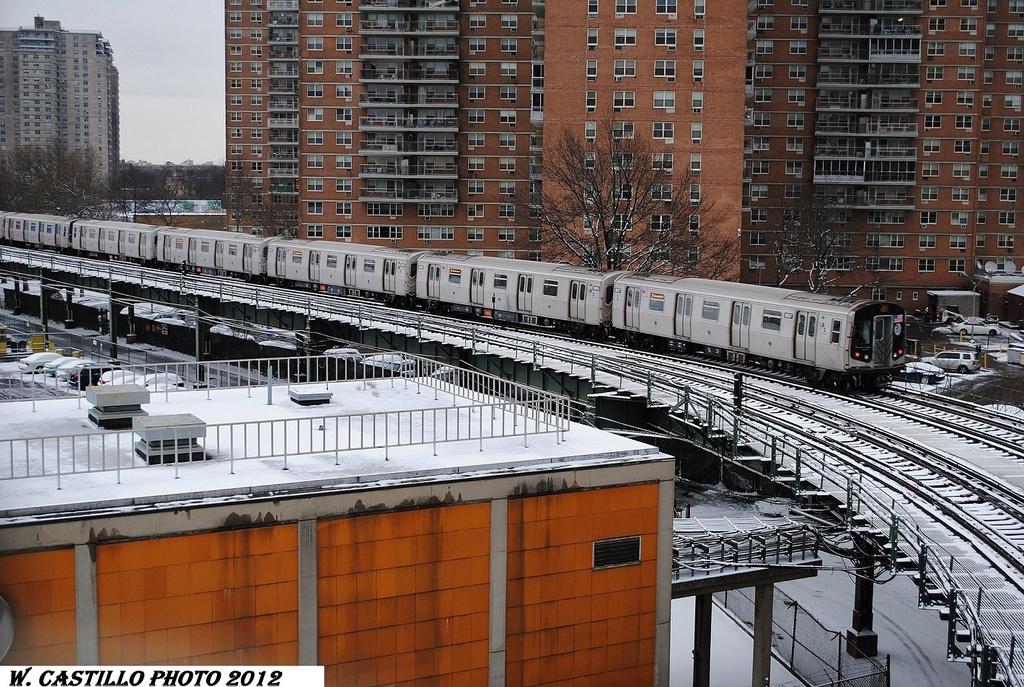 (434k, 1024x687)<br><b>Country:</b> United States<br><b>City:</b> New York<br><b>System:</b> New York City Transit<br><b>Line:</b> BMT Culver Line<br><b>Location:</b> West 8th Street <br><b>Route:</b> F<br><b>Car:</b> R-160B (Option 2) (Kawasaki, 2009)  9817 <br><b>Photo by:</b> Wilfredo Castillo<br><b>Date:</b> 1/21/2012<br><b>Viewed (this week/total):</b> 0 / 1190