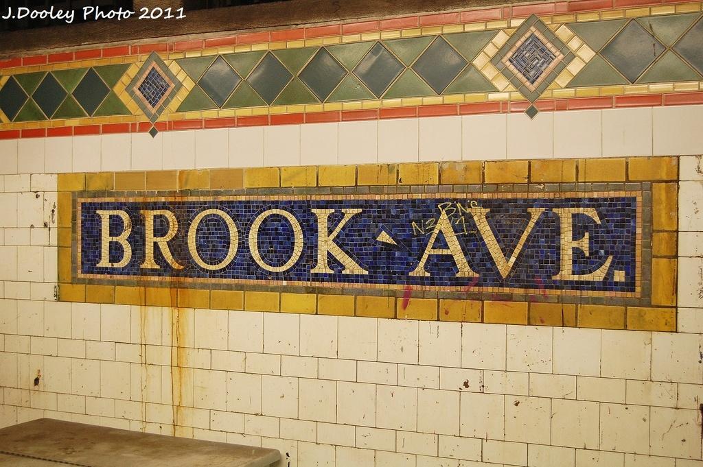 (379k, 1024x681)<br><b>Country:</b> United States<br><b>City:</b> New York<br><b>System:</b> New York City Transit<br><b>Line:</b> IRT Pelham Line<br><b>Location:</b> Brook Avenue <br><b>Photo by:</b> John Dooley<br><b>Date:</b> 9/22/2011<br><b>Viewed (this week/total):</b> 3 / 1017
